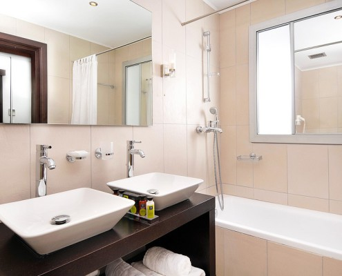 Badkamer Groenlo met dubbele wastafel