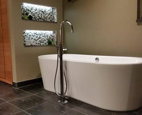 Badkamer met tegels in natuursteen Lochem