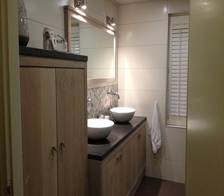 Badkamer renovatie badmeubel landelijk