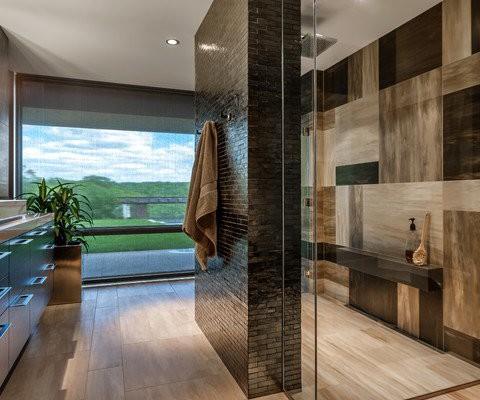 Moderne badkamer realiseren ceramique tegels sanitair